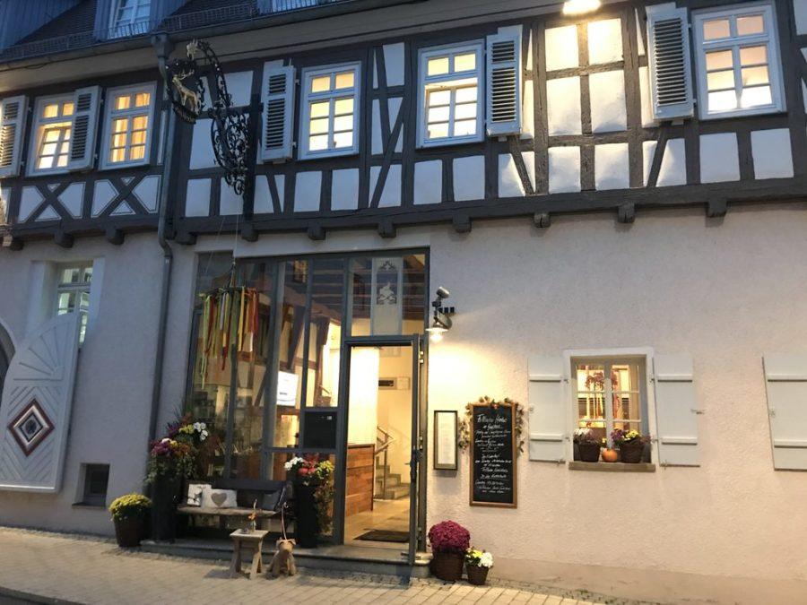 """Restaurant """"Zum Hirschen"""" in einem wunderschönen Fachwerkhaus in Fellbach"""