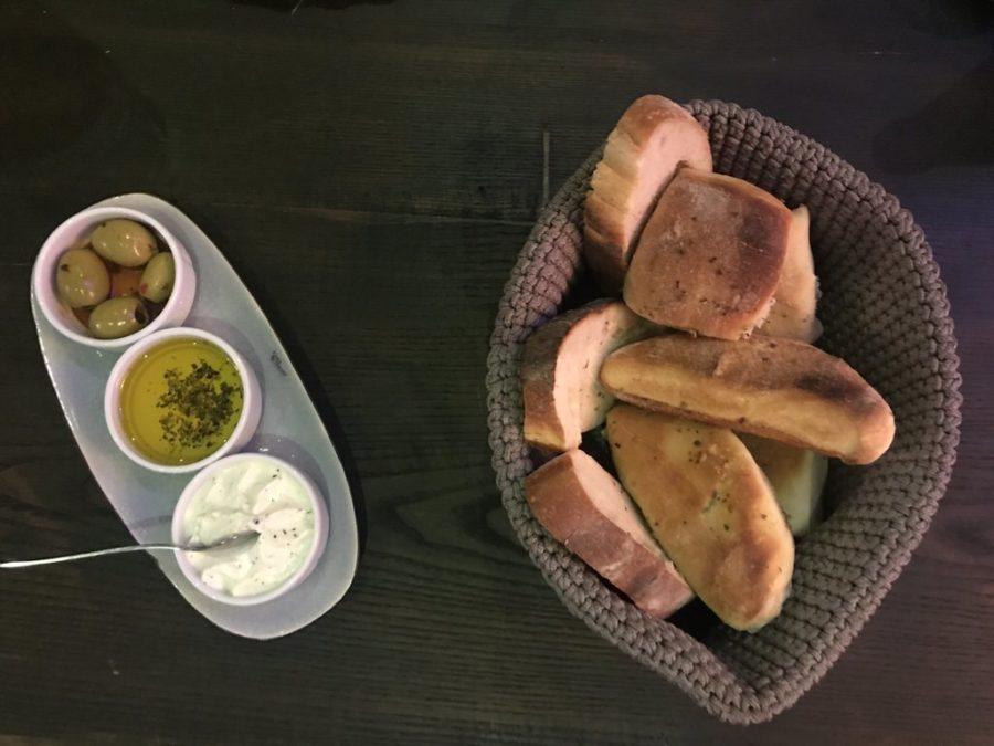 Leckere Brot-/Brötchenvarianten mit Dipps im MEAT & Co.Ebersbach
