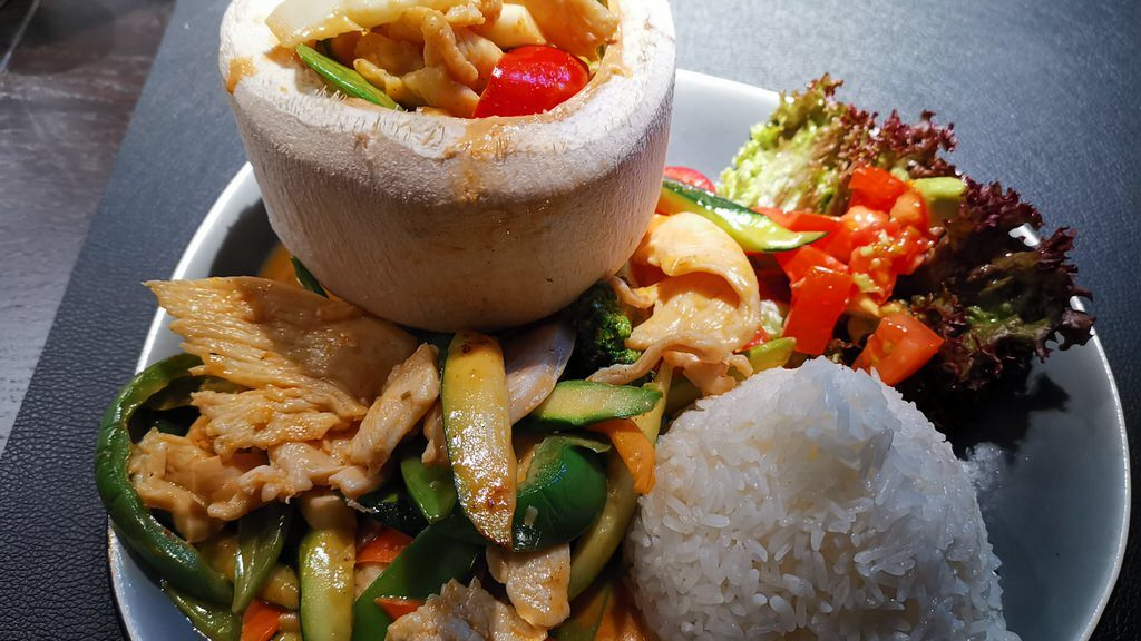 """Fire Bird"" (Rotes Thai Curry) im AKENO Stuttgart"