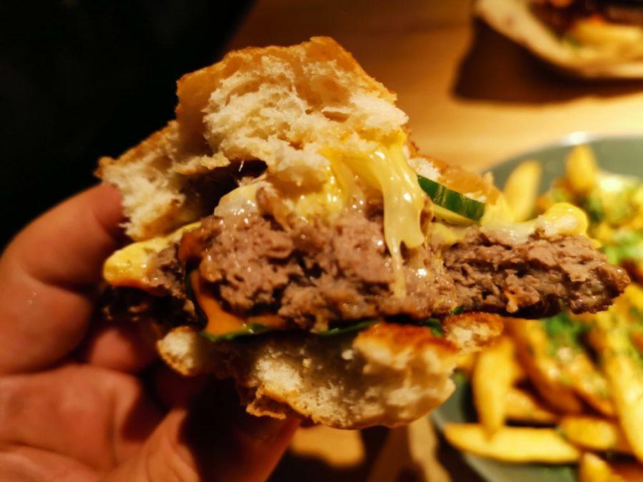 Durchgebratener Burger im Burgerheart Stuttgart