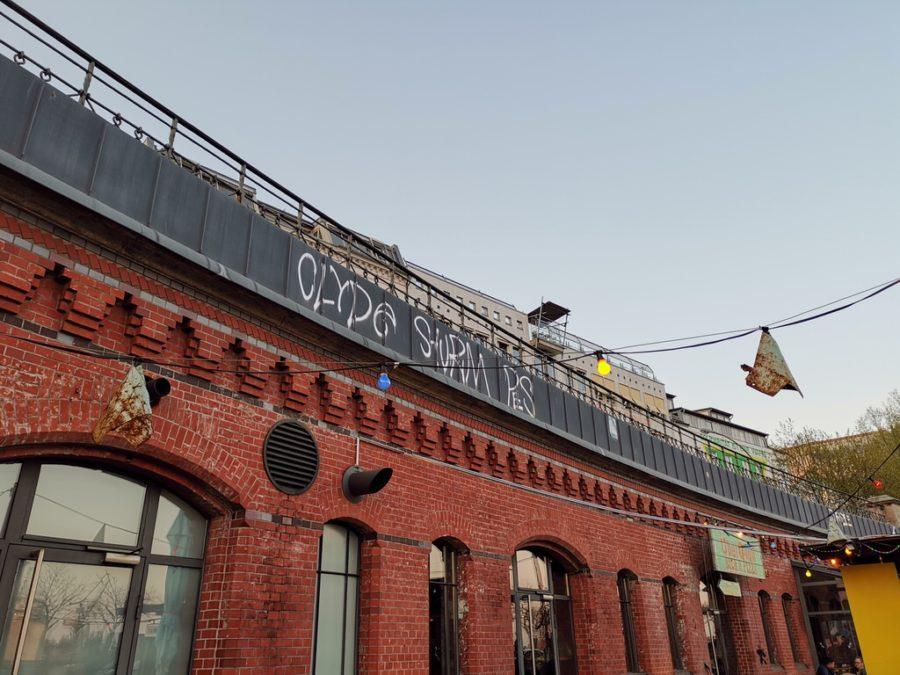 Das ÜberQuell in Hamburg in der Nähe des Fischmarkts von außen