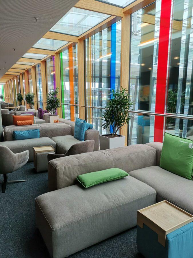 Ein Blick in den vorderen Teil der VIP Lounge der Messe Stuttgart