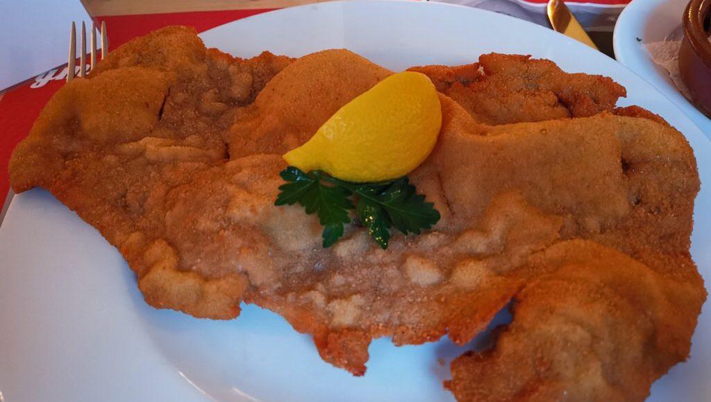 Das Wiener Schnitzel im Da Hoam in Hamburg
