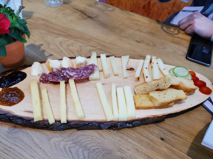 Wurst und Käse abends in der Vinothek zum Abschluss des Bloggertreffens auf der Slow Food 2019