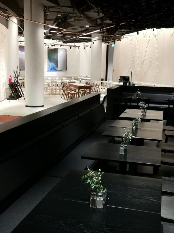 Schwarze Tische im Rothaus im Gerber