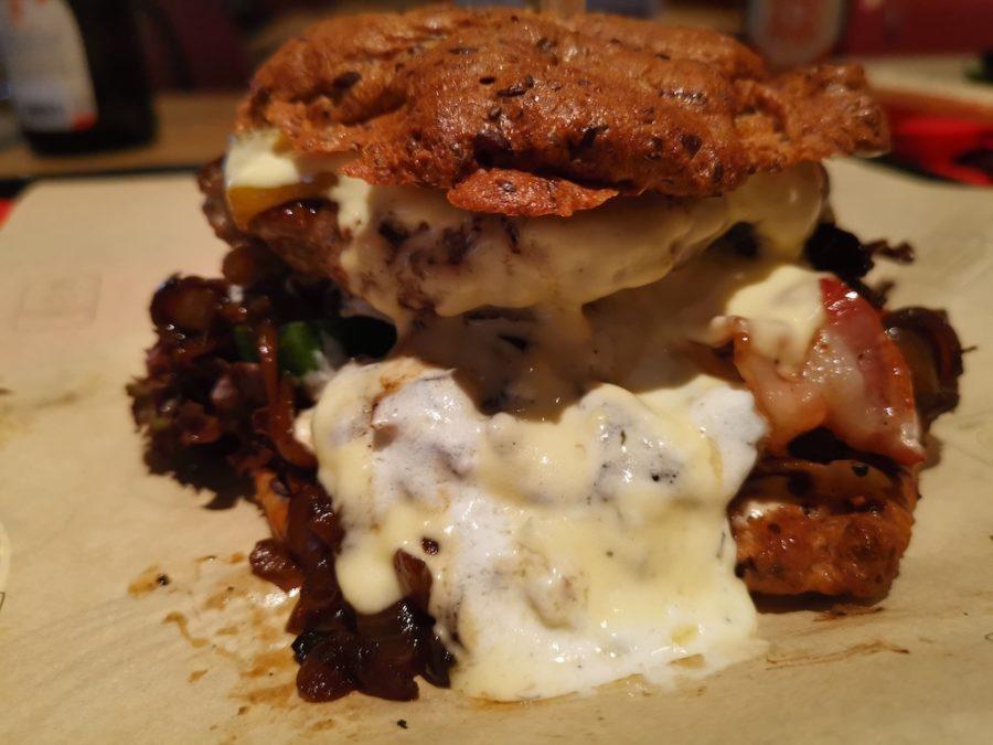 Mr. Classic LowCarb Burger mit zig zusätzlichen Extras