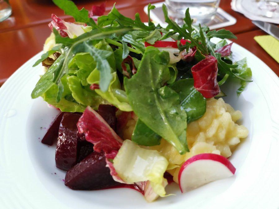 Beilagensalat zum Schnitzel im Gasthof Riedsee