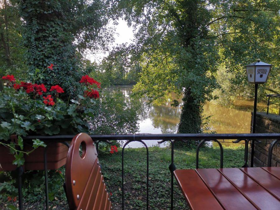 Blick von der Terrasse des Gasthofes Riedsee auf den See
