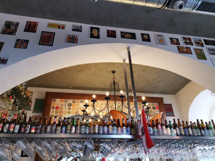 Die Bar im Eingangsbereich des Bier & Bierli