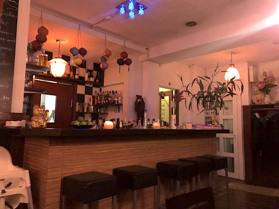 Die schöne Bar im Ha Long am Hölderlinplatz Stuttgart