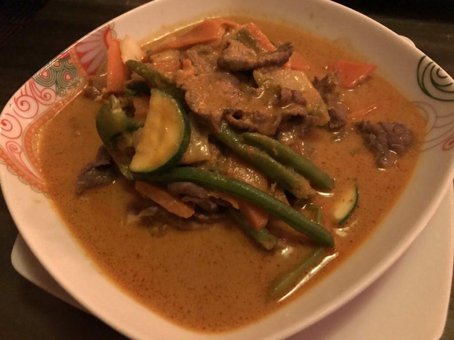 Kaeng Panang Nua (Rote Currykokosrahmsoße6 mit Rindfleisch, Stangenbohnen, Paprika im Ha Lang Stuttgart