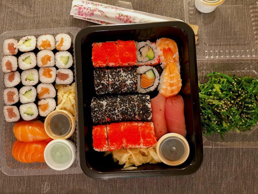 """Familien-Platte und Algensalat von """"Time for Sushi"""""""